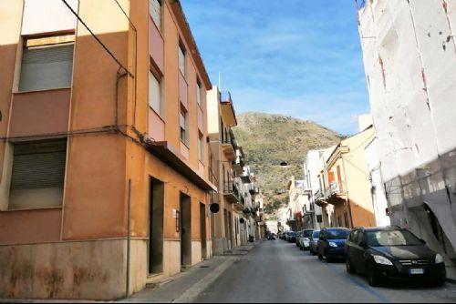 Meraviglioso Stabile di Oltre mq 840 nella centralissima Via Marconi - castellammare-del-golfo-via-marconi-01_P.jpg